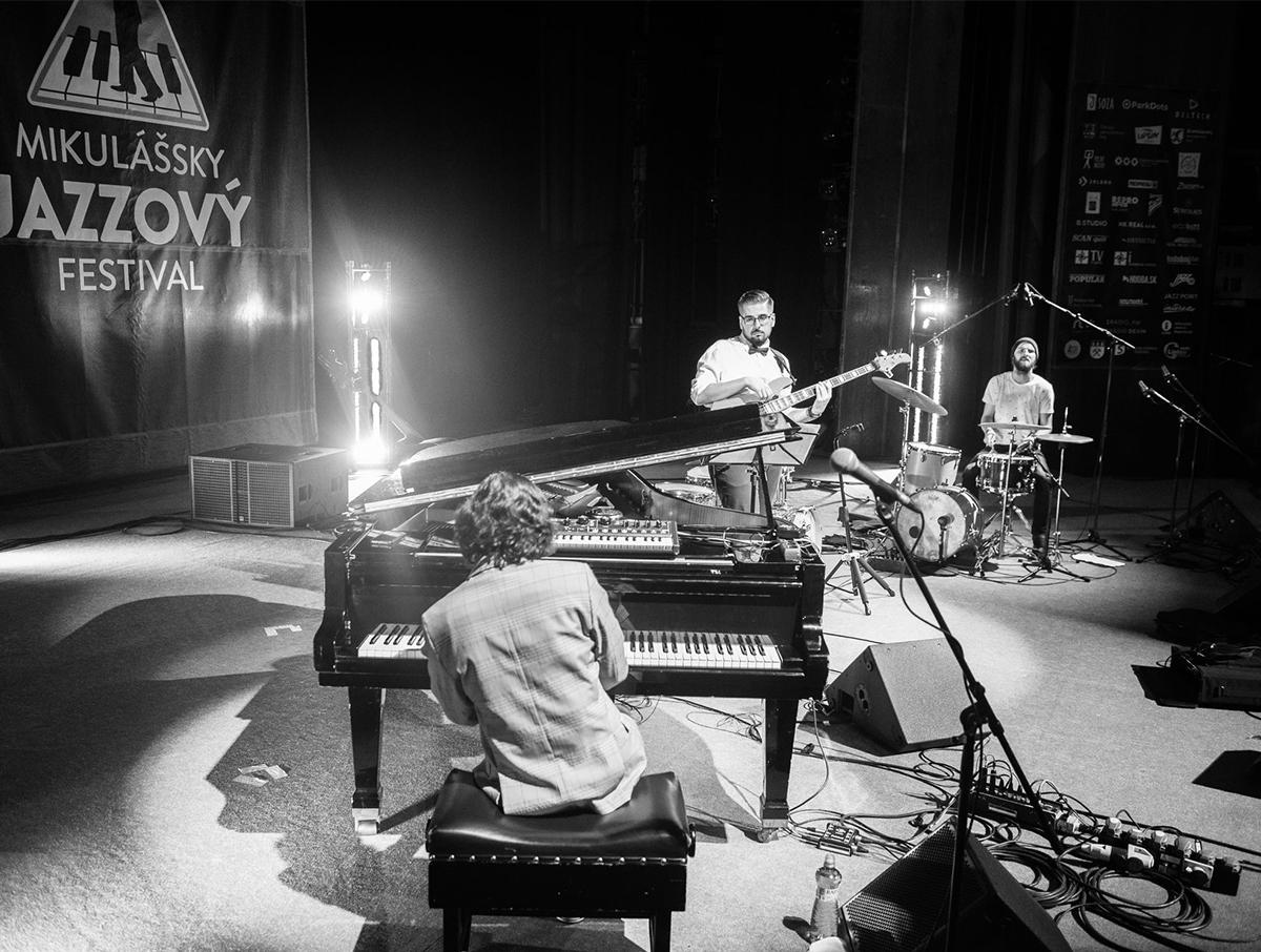 Miloš Biháry & Jazz Funk Brothers počas vystúpenia na Mikulášsky Jazzový Festival 2018.
